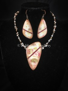 Triangle earth toned pendant - set